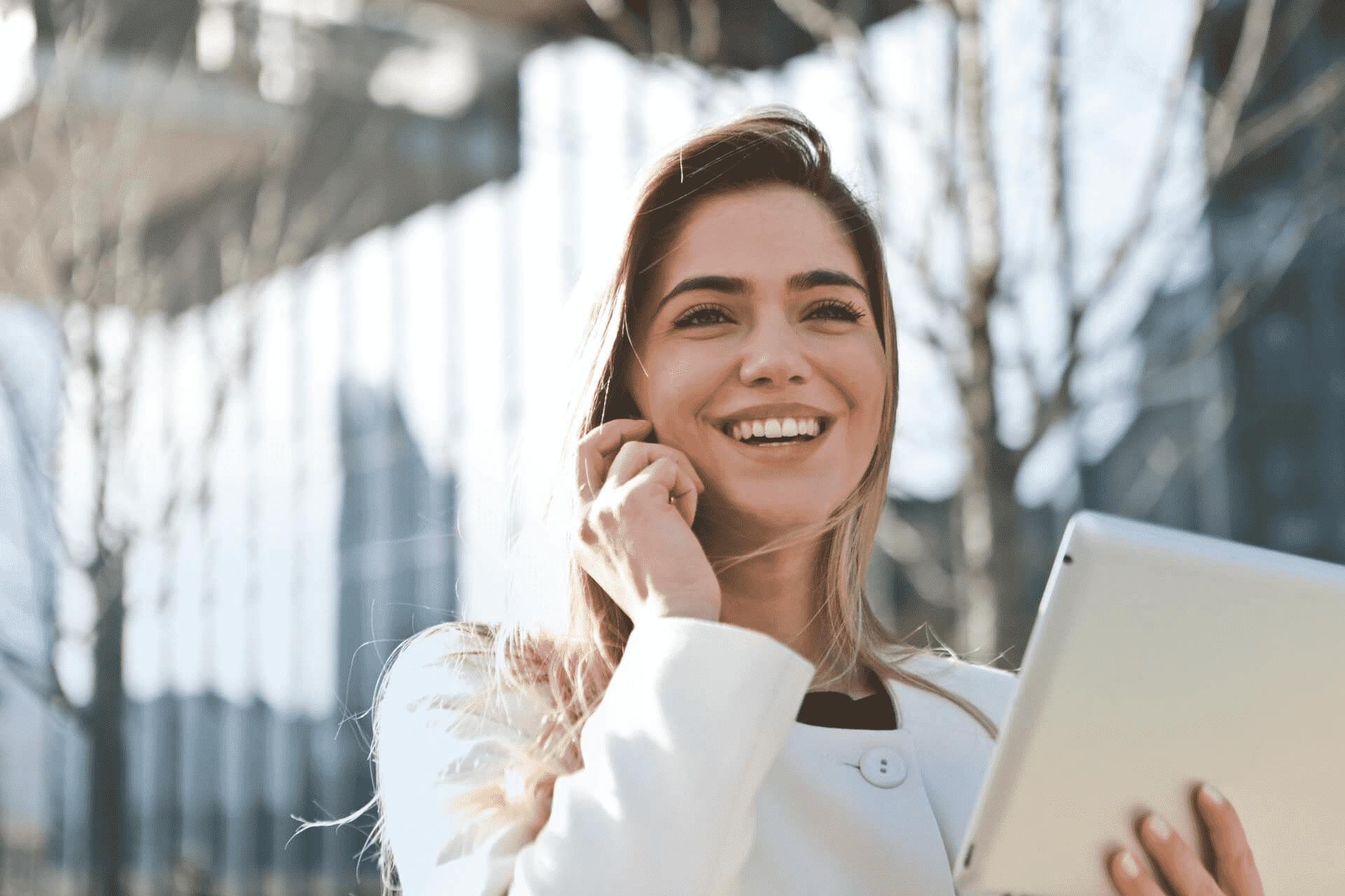 Contacto tu negocio y hogar digital Intelligent Life